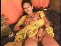 Hot Northindian B Intermingling Actress expose her Knockers & Pussy