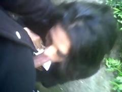 Indian slutty UK NRI sucks the load for shit for her lover outdoor